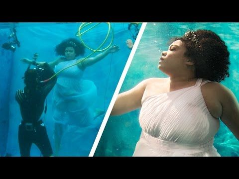 Women Try Underwater Modeling For The First Time - YouTube