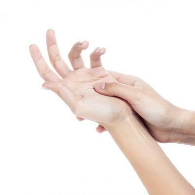 Még azok számára is javasolt naponta legalább egyszer a kézkrémes bedörzsölés, akik nem szenvednek hidegallergiától, vagy egyéb bőrbetegségektől. Mielőtt kipróbálnák egy újfajta krémet, mindenképpen tájékozódjunk a benne lévő