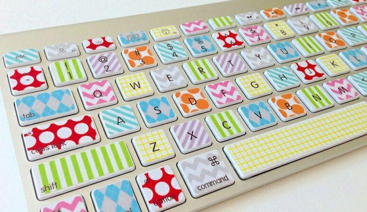 Embellir un clavier d'ordinateur avec du masking tape