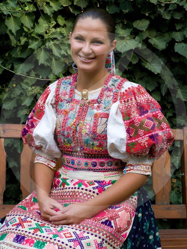 www.folklormania.sk wp-content uploads 2014 01 folklormania_abelova6_vodoznak.jpg