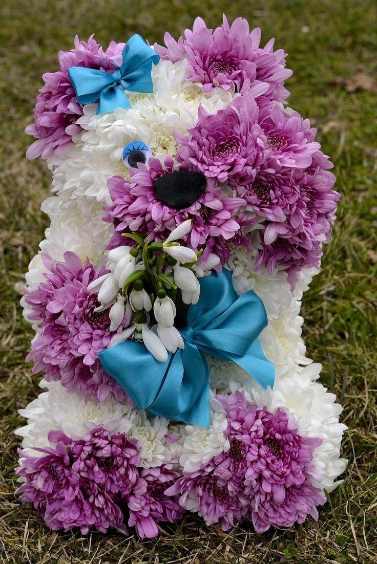 Shy flower bear www.aranjamentedevis.ro/galerie-foto/figurine-din-flori/