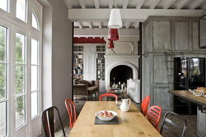 Rénovation réussie pour cette grande cuisine ouverte sur le salon