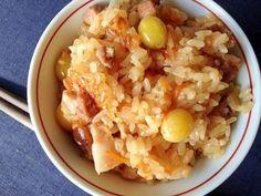 「炊飯器de☆絶品!中華おこわ」炊飯器で\(^▽^)/簡単おこわ!材料を軽く炒めて、スープで味付けし、炊飯器炊けば出来上がり!もち米だけだと少し重いので、白米を1/3混ぜました。【楽天レシピ】
