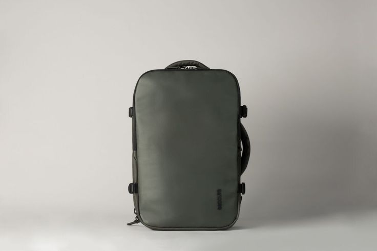 The VIA backpack butterflies open for full access to the main storage space with an easy route to the laptop compartment.