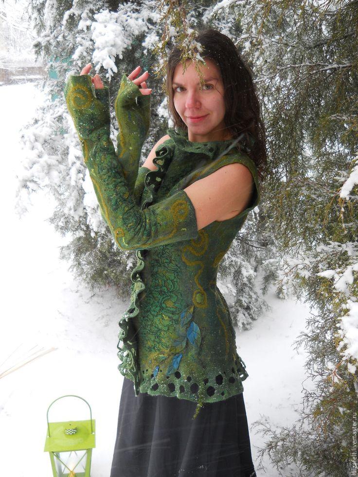 """Купить Жилет + митенки """"Фея снежного леса"""" - тёмно-зелёный, зеленый, зеленый жилет, лесной жилет, валяный жилет, лес, войлочный жилет   Buy felted waistcoat """"Fairy of the snow forest"""" with mittens. Price 200 €"""