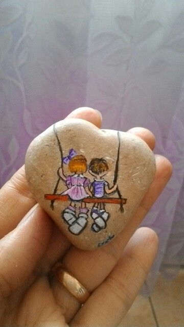 Cute painted roch with kids in a tree swing. #paintedstone