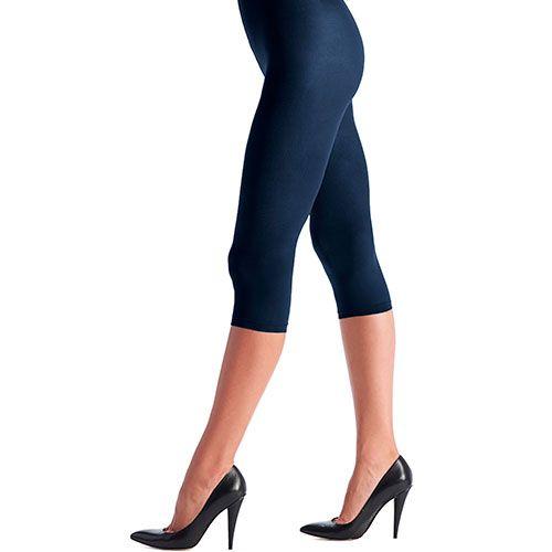 50 den glatt og glansfull Capri leggings i tett 3D microfiber. Flate, håndsydde sømmer.