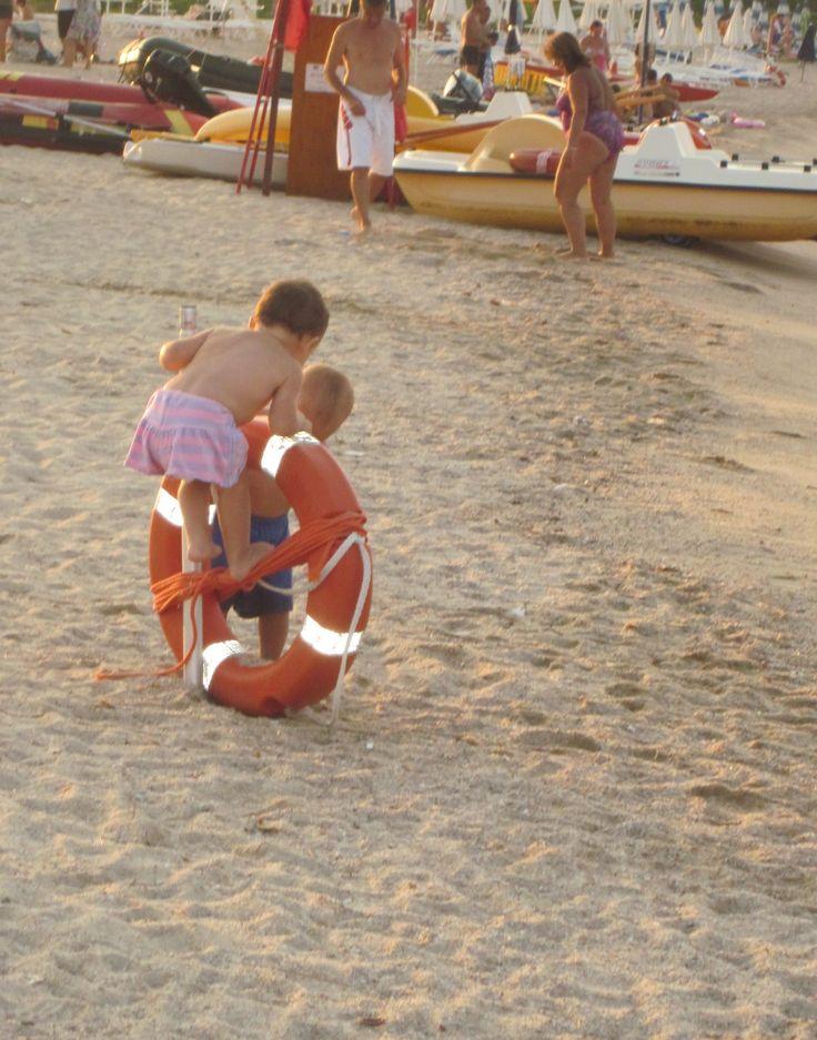 Сардинии. Дети на пляже