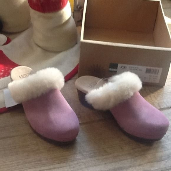 %  Ugg clogs fur new sz 4 Uggs pink fur clogs.  Girls size 4....New with tags...... UGG Shoes Mules & Clogs