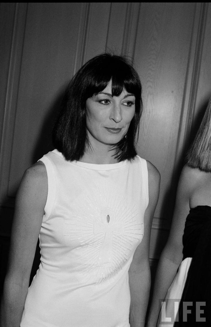 anjelica huston young