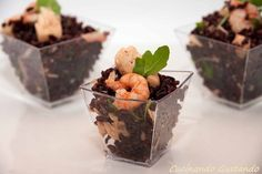 Il Riso venere salmone gamberetti rucola è un primo piatto molto leggero dal gusto particolare e ricercato. Semplice da preparare, delizioso finger food