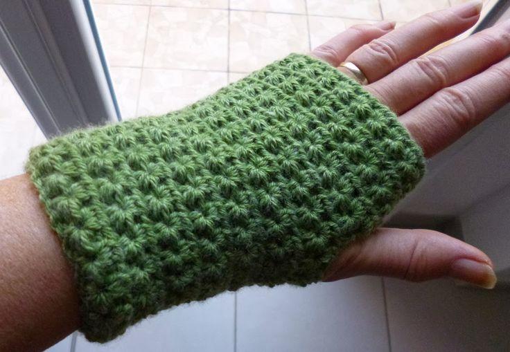 Je vous ai déjà présenté des mitaines que j'ai tricotées aux aiguilles. Pour changer, je viens de m'en tricoter une paire mais, cette ...
