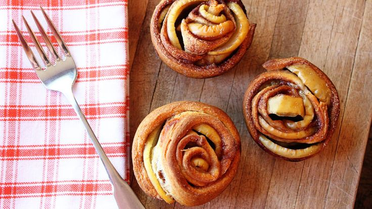 Roses never smelled—or tasted—so sweet! Our apple crescent rose pastries are ready in 45 minutes and are a delicious addition to any brunch.
