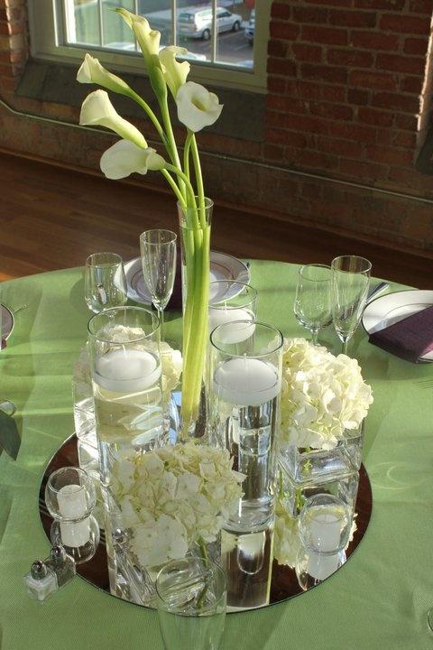 Elegant Calla Lily wedding centerpieces (http://dazzlemeelegant.com)