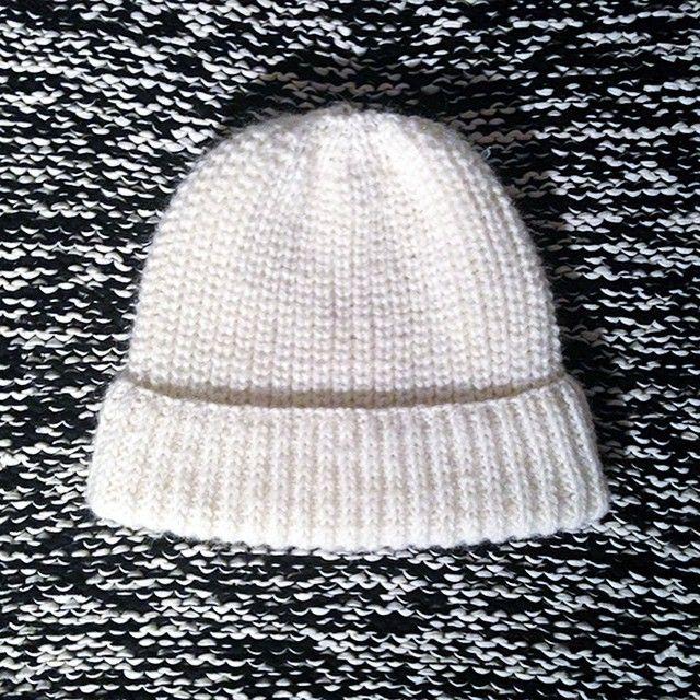 Si tu veux tricoter ce bonnet en côtes perlées je te dis tout sur cagibis.com ❄️ #cagibis #tricot #bonnet #cotesperlees #handmade #diy #wool #laine #knit #knitting #knitstagram