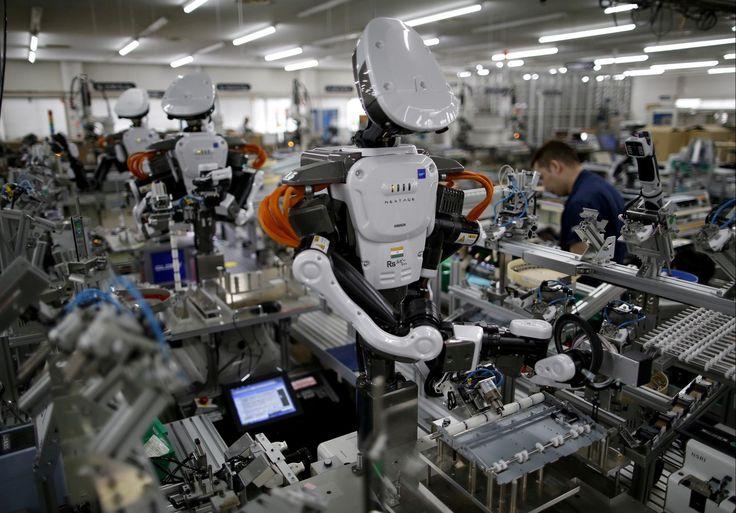 Frygt for at blive udkonkurreret af robotter skaber bekymring i danske virksomheder. Men vi får det bedre, hvis vi fokuserer på alt dét, maskiner ikke kan, siger rådgiver fra Teknologisk Institut.