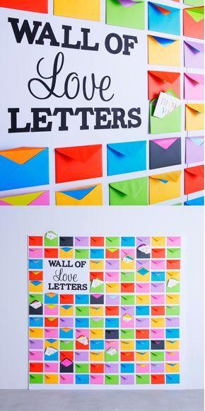 壁一面のたくさんの封筒に、ゲストへのメッセージを入れておけばふたりの感謝の気持ちが伝わるサプライズの演出に。封筒は結婚式のテーマカラーに沿ったものや、ふたりの好きな色などを使用してカラフルに演出するとよりGood!