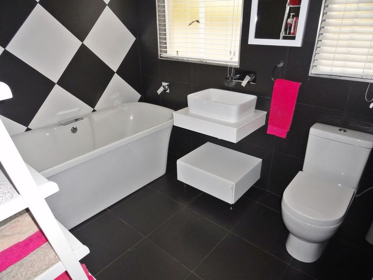 How do you like this bathroom, DIY project from one of my sellers ....