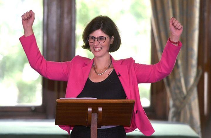 """انتخبت بريطانيا أول عضو في البرلمان من أصل فلسطيني، في الانتخابات الأكثر تنوعا بتاريخ المملكة المتحدة. وبحسب موقع """"ميدل إيست آي""""، فقد فازت ليلى موران، المرشحة عن الحزب الديمقراطي الليبرالي، في دائرة أوكسفورد الغربية ودائرة ابنغدون، على وزير الصحة المحافظ نيكولا"""