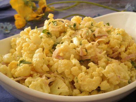 Vynikajúci letný karfiolový šalát podľa Radky 500g karfiol1 salotka 1 vajce Na dresing : 1 naozaj velka lyzica tatarska omacka (alebo majoneza) 3 lyzice nizkotucny biely jogurt 1 mala lyzicka horcica Karfiol uvarime v slanej vode do polomakka. Vajce uvarime natvrdo. Salotku ocistime a nakrajame na jemne pruzky. Uvareny karfiol nozom nakrajame na male kusky, vajce pretlacime cez mriezku. Vsetko v mise zmiesame a zapracujeme studenu omacku.