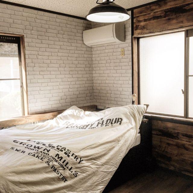 swaro109さんの、Bedroom,ナチュラル,ベッド,布団カバー,シンプル,ステンシル,壁紙屋本舗,窓枠DIY,グレーレンガ,ホワイトグレー,ナチュラルクールについての部屋写真