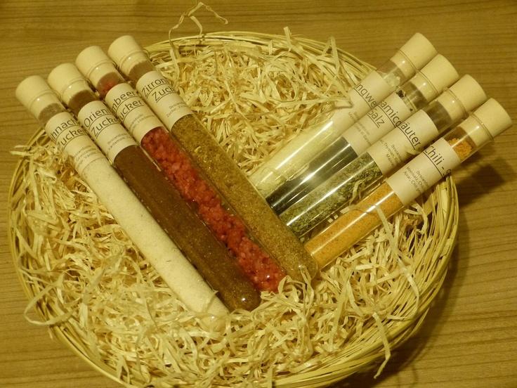 Selbsthergestellte Aroma-Zucker (Himbeer-, Weihnachts-, Orient- und Zitronen-Zucker) & Salze (Ingwer-, Chili-, Balsamico- und Kräuter-Salz)