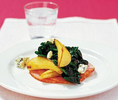 Kassler+med+spenat-+och+päronfräs+och+smulad+ädelost