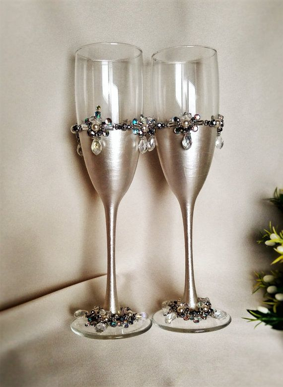 Wedding silver glasses Champagne flutes by WeddingArtGallery #wedding #champagne #glasses #flutes #cake #serving #set #etsy #silver #crystal #beads