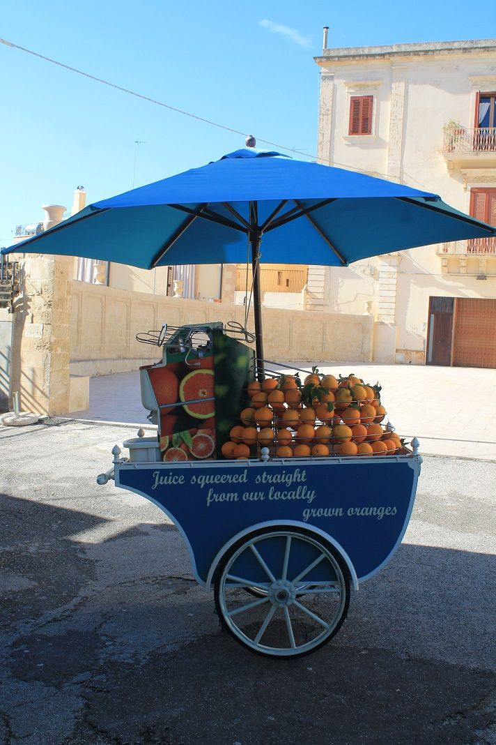 The cutest fresh orange juice bar ever! To be found in Noto, Sicily, the south sicily's white orange district