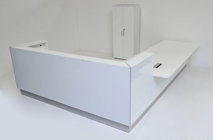 Linea in its classic version - pure white & simple design.