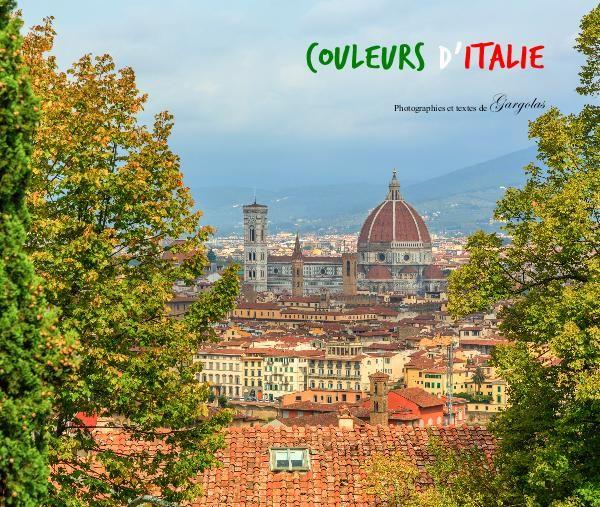 Dans ce livre photo, nous vous invitons à voyager avec nous dans ce magnifique pays qu'est l'Italie, reflet de la diversité culturelle, architecturale et culinaire.  Les villes visitées sont à la fois authentiques et empreintes d'une personnalité qui leur est propre.  Venez découvrir des villes mythiques comme Rome, Florence et Pise, des paysages magnifiques Toscan, les villages accrochés aux montagnes des Cinque Terre et la cité flottante de Venise.