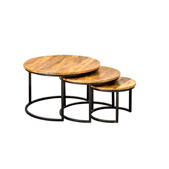 """Salontafel set van 3 - Artikelnummer: 10001 Stoere, robuuste en kwalitatief hoogwaardige salontafel set van IronWood. De Triole bestaat uit drie salontafels die bij elkaar gezet of over elkaar heen geschoven kunnen worden. De ronde tafels hebben een één tot twee centimeter dik, massief mangohouten blad en zijn afgelakt met een transparante lak waardoor onderzetters overbodig worden. De metalen onderstellen van de tafels zijn afwerkt met een mat-zwarte """"Paras"""" finish, waardoor de ..."""