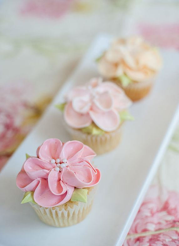 Pretty Flower Cupcakes. Perfect for spring or a Mother's Day gift.