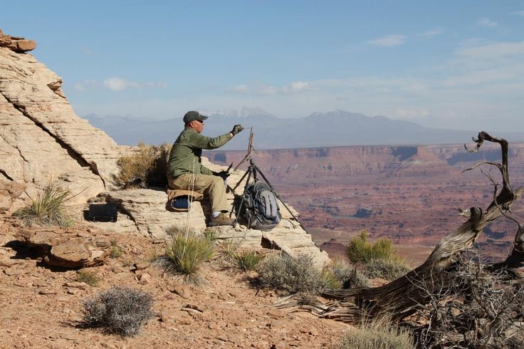 Marc Hanson painting on the edge at Canyonlands National Park, Utah.