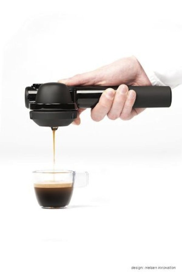 Hand-Held Portable Coffee Machine Lets You Be A Barista, Make Coffee On-The-Go - DesignTAXI.com