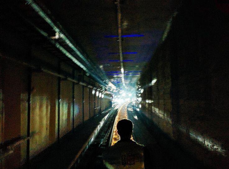 Antwerpen tramstad.be: Tunnelwandeling tussen Astrid en Zegel  Alle foto's zijn gemaakt met mijn Nexus 5 op  HDR stand en zijn achteraf bewerkt met VSCO-cam. Het was lastig werken in die donkere tunnel, maar toch zijn er enkele gelukte foto's.
