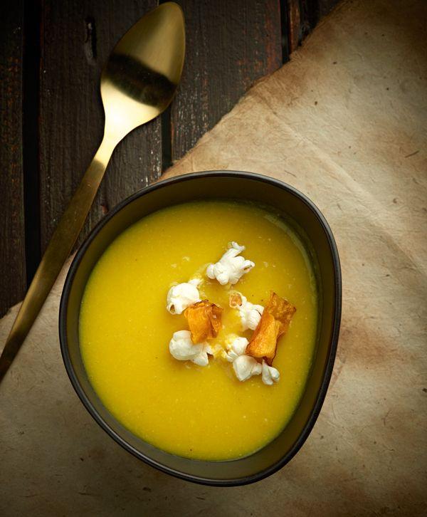 Μια χορταστική και πολύ γευστική σούπα με Καλαμπόκι Naturel ΟΜΟΣΠΟΝΔΙΑ που σας κρατάει νόστιμη συντροφιά τις κρύες μέρες του χειμώνα. Σερβίρετε αν θέλετε με την πιο διάσημη μαγειρική εκδοχή του καλαμποκιού -το ποπκορν.