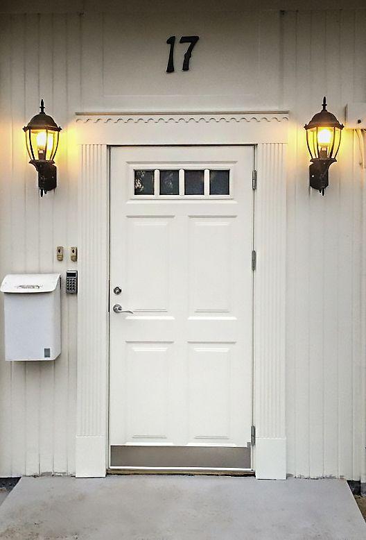 Klassisk ytterdörr från Ekstrands, modell Ascot 300 G48 med omfattning. #Klassiskdörr #Klassisk #ytterdörr #ytterdörrar #Ascot #Villa #Inspiration #Dörr #Dörrar #Entré #Entre #Ekstrands