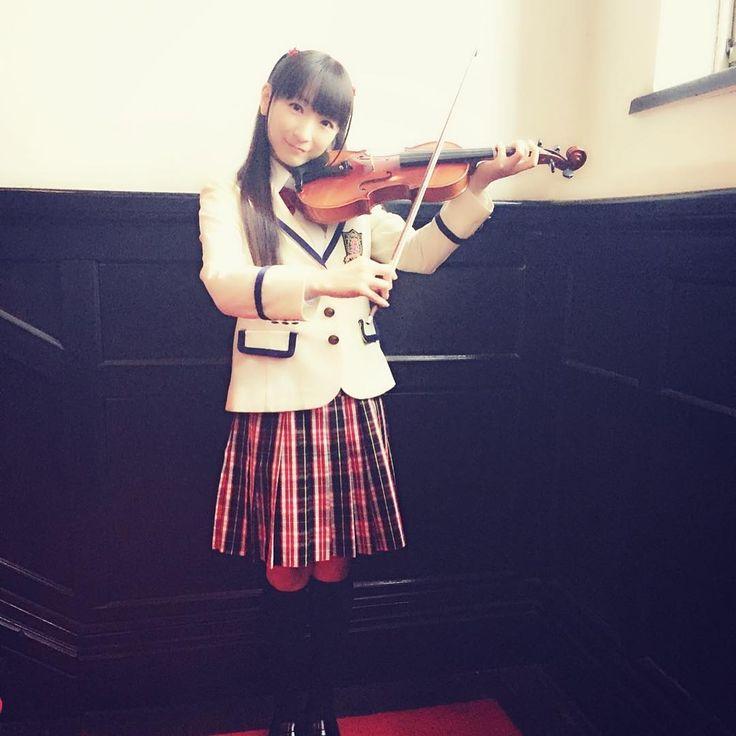 吹奏楽部でヴァイオリンを弾いています♪(笑) 「堀江由衣をめぐる冒険V 狙われた学園祭」発売中♪