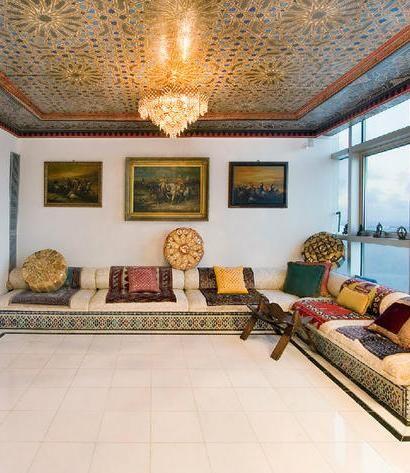 Moroccan Decor - гледай канапетата и осветлението на тавана. Може да се направи с тавански аплик