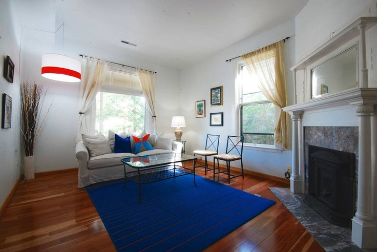 Apartment in Portland, United States. Two apartments in one home - perfect for multiple families or groups traveling together!  Main-floor 2BR/1BA sleeps up to 6 people, plus basement studio sleeps 4 more with a queen bed, queen futon, second full bath and kitchen.  Both are accessed ...