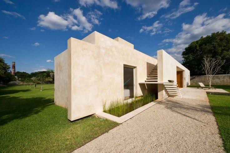 Nice Home Design With Large Green Yard ~ http://lanewstalk.com/making-use-of-large-green-yard/