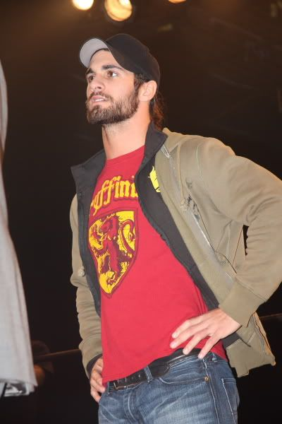 Seth Rollins. In a Gryffindor shirt. Two fandoms in one picture. I'm gonna cry... Its beautiful!!!