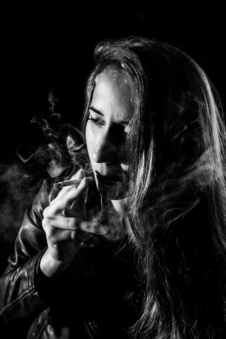 Young girl with cigarett