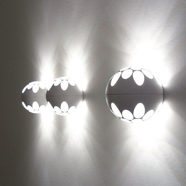 Deltalight's GABOO looks astonishing on the wall, a beautiful light pattern! #deltalight #design #architecture #luminaire #sphere #lightpattern #metamorphosia #verlichting