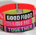 Les bracelets néon de Rainbow Link