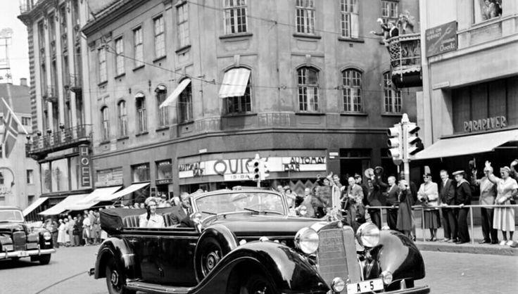 Oslo Dronning Elisabeth og Prins Philip på besøk i Oslo 1955 Bilde fra Egertorget Utg Mittet