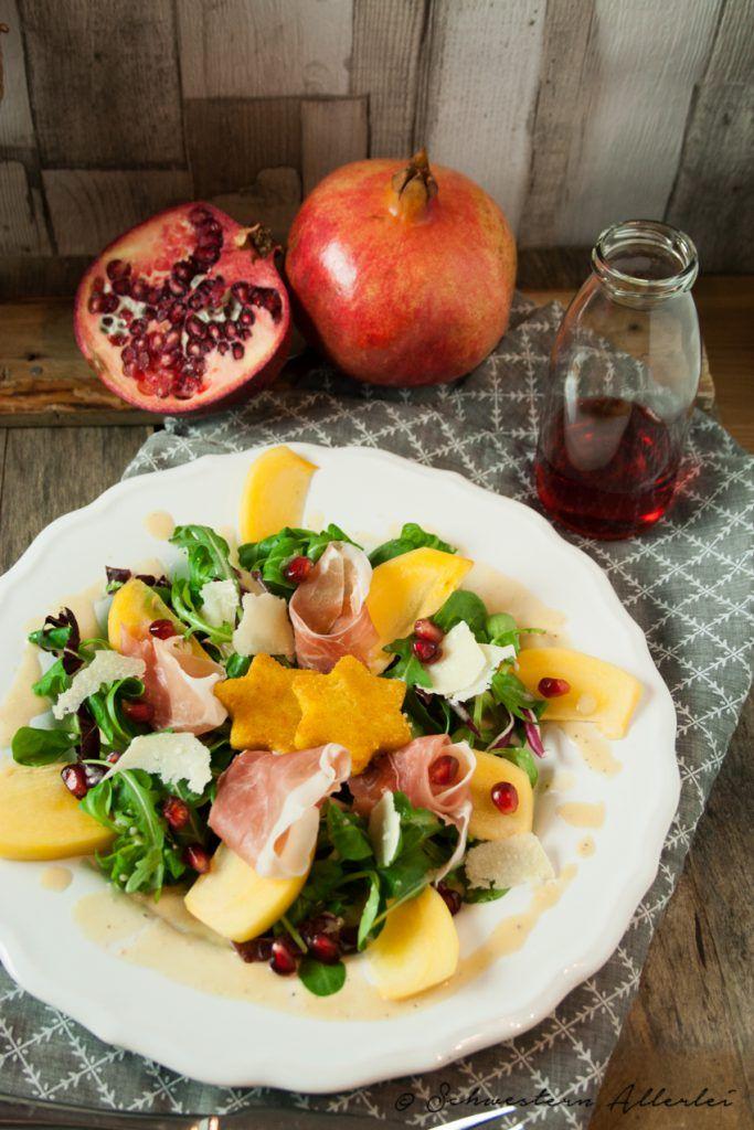 Wintersalat mit Prosciutto di San Daniele, Grana Padano, Polentasternen und Granatapfeldressing #winter #essen #salat #schinken #käse #prosciutto #parmesan #polenta #weihnachten