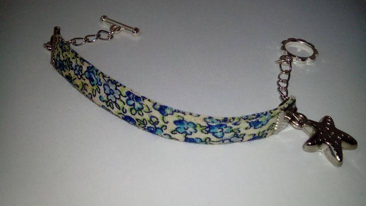 Bracelet biais liberty London, breloque étoile de mer argentée, fermoir toogle Modèle UNIQUE de la boutique Chachaincolor sur Etsy