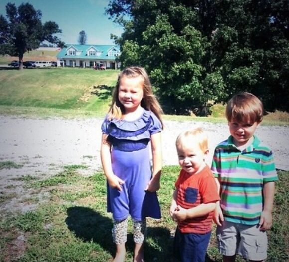 Mackynzie, and Michael with there cousin Paul! #19Kids